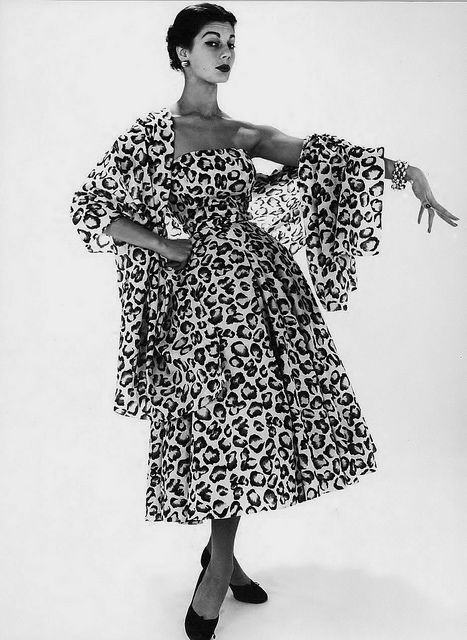 Proving that head-to-toe pattern can look nothing short of amazing at times (especially 1950s times! :) ). #vintage #fashion #dress #shawl #1950s