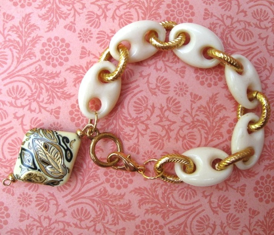 VINTAGE CHUNKY BRACELET.  Wow, stunning! $24.00.  www.etsy.com i like the white ceramic beads