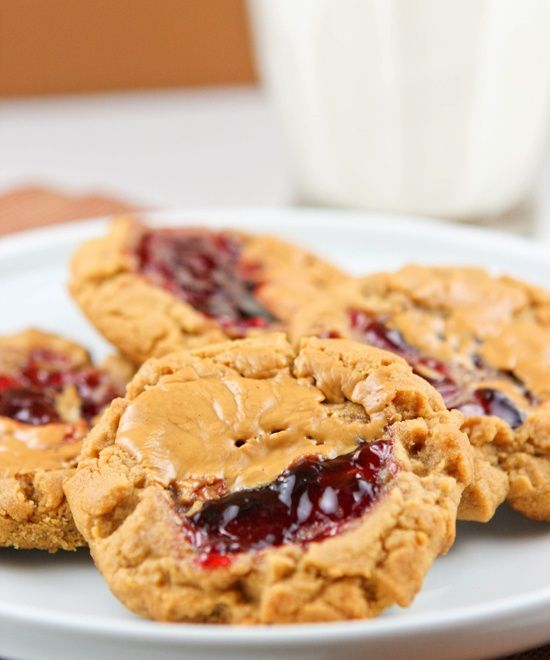 Peanut Butter & Jelly Cookies #peanut_butter #jelly #cookie #cookies #dessert #snack #sweet #recipe #recipes