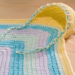 Free pattern on how to make this  baby hoodie blanket!