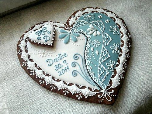 Beautiful lace heart cookie