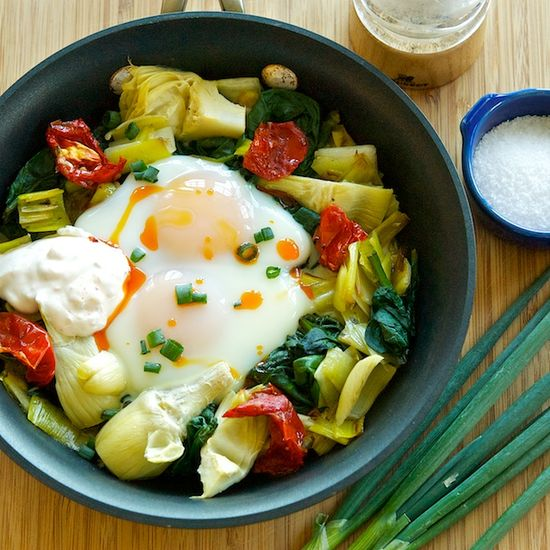 Baked Eggs with Spinach, Artichokes and Leeks