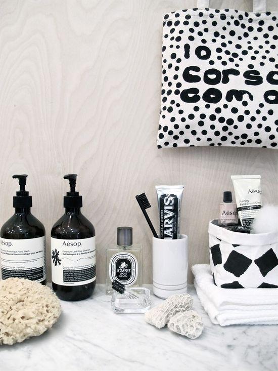 Black and white styling by Josefin Hååg, via emmas designblogg