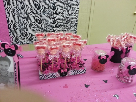 Treats at a Minnie Mouse Party  #minniemouse #party