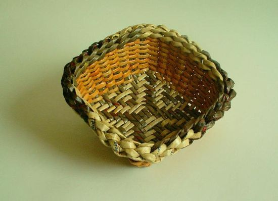 Recycling paper: weaving basket tutorial