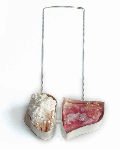 Nevin Arig (Turquie/Belgium)  Necklace: D'ici de là  Silver, pearl, magnesit, rhodochrosit, epoxy
