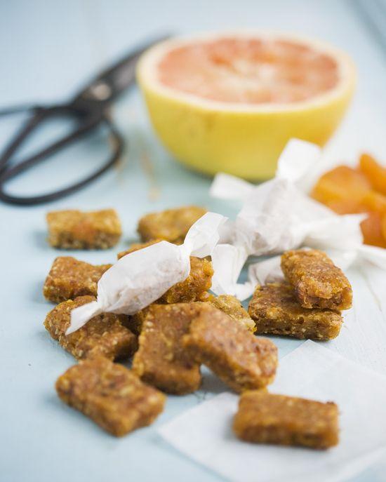 Apricot & Grapefruit Toffee (v)