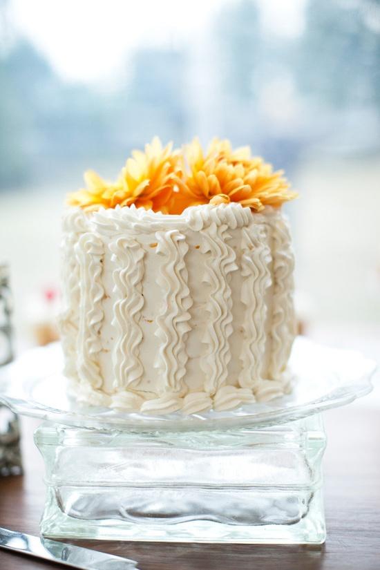 Cake by ssquaredartproduc... / Photography by weddingsbysashagu...