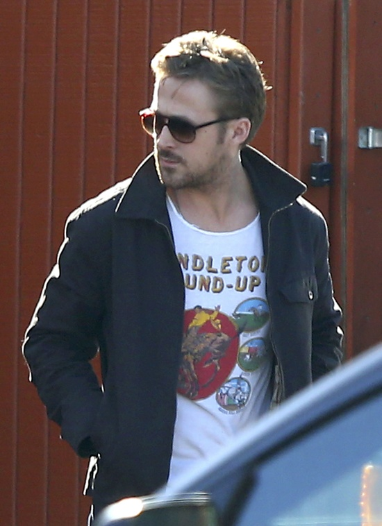 #RyanGosling Looks Hot For Lunch With a Friend