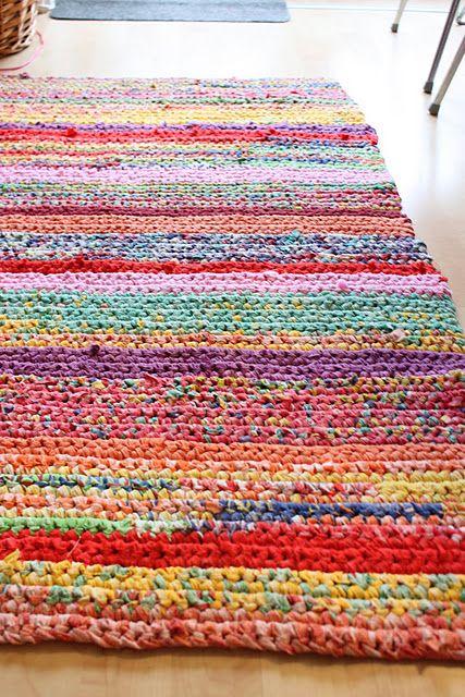 Cheerful, colorful rag (t-shirt) upcycle rug.