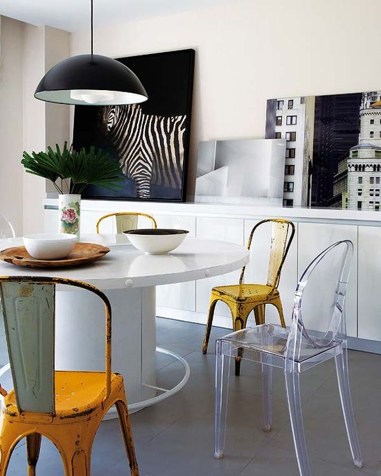 A lovely interior for a modern designed kitchen.  Quite an inspiration, if you're in search of remodeling ideas. The paintings and the chairs are exquisite.  It should be an experience having pancakes in the morning in this kitchen. I want it!    via vintageluxe:      source: nuevo estilo