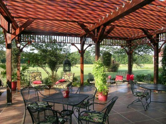Pergola Creates Ample Escape from Sun - Home and Garden Design Ideas