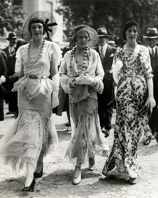 Paris fashion of the 1930s. photo by Meurisse.