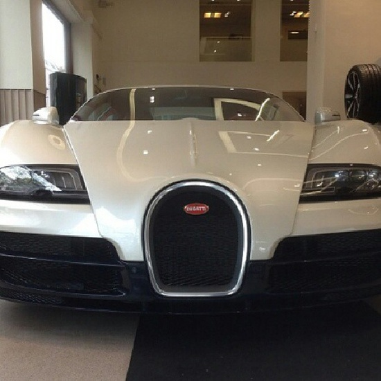 Luxury Bugatti Veyron!