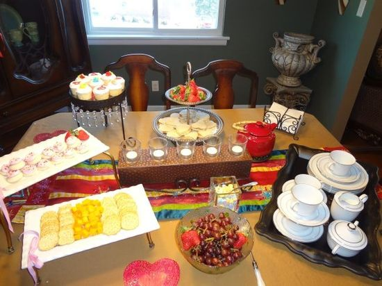 Annbelle loves have her friends over for a tea party. First! A fabulous table with yummy food!