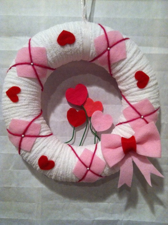 Yarn wreath. Valentine's.