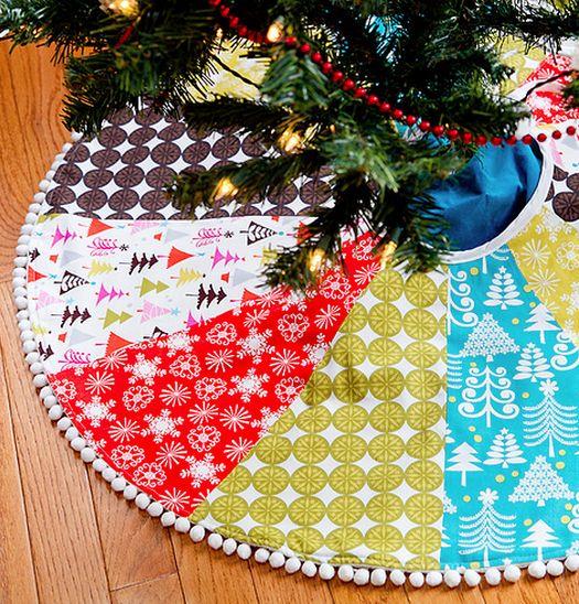 cute diy christmas tree skirt. I love the variety of fabric used!
