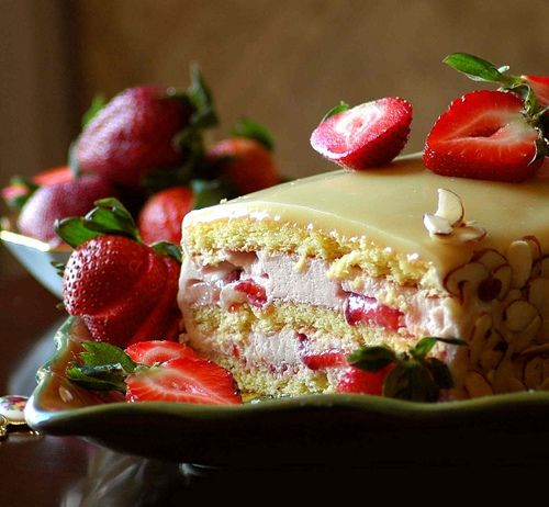 Awesomely lovely Strawberry-Mousse Cake with White Chocolate Ganache. #cake #strawberry #dessert #food #chocolate #fruit #tea #party