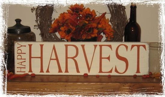 happy harvest sign.