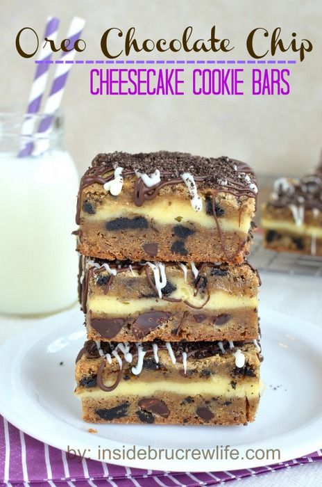 Oreo Chocolate Chip Cheesecake Cookie Bars from insidebrucrewlife... - cookie dough layered with cheesecake and topped with chocolate #cheesecake #cookies