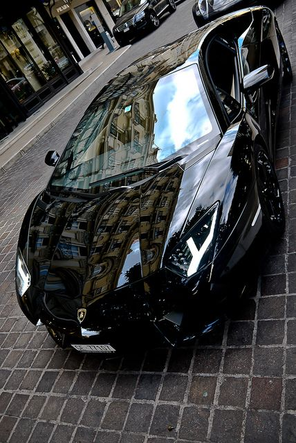Awesome Lamborghini Aventador! Don't think you can ever get enough views of this super car...