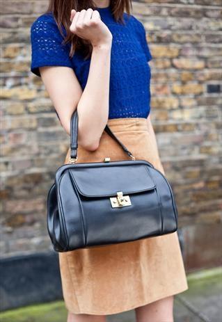 Cute vintage handbag.
