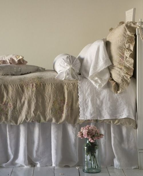 Lovely linens on this bed. love it