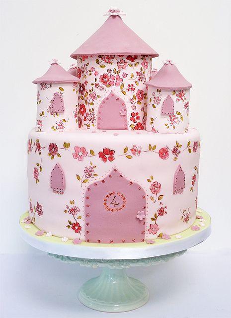 castle cake by neviepiecakes, via Flickr