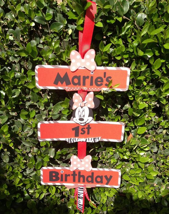 Minnie Mouse party sign.