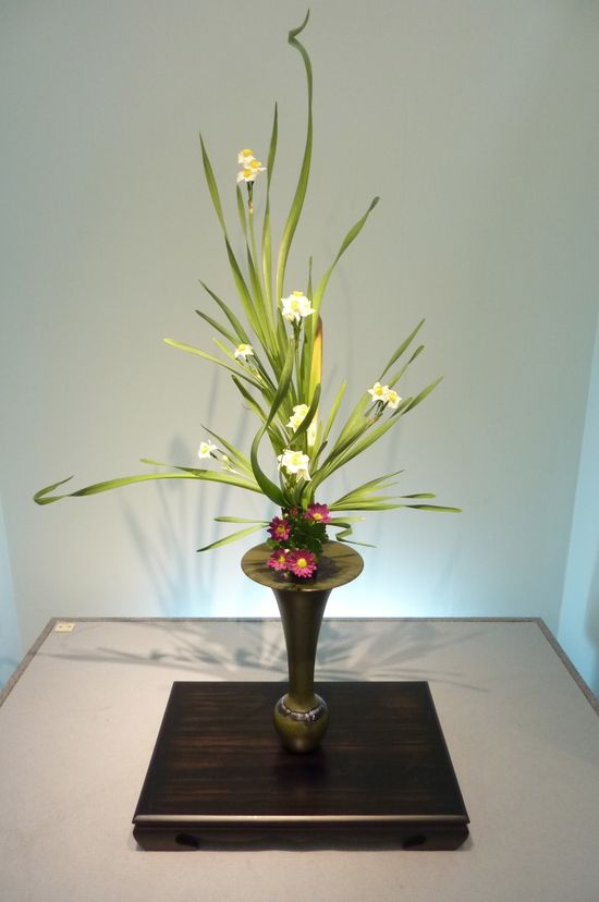 When I think of ikebana this is the arrangement I think of.
