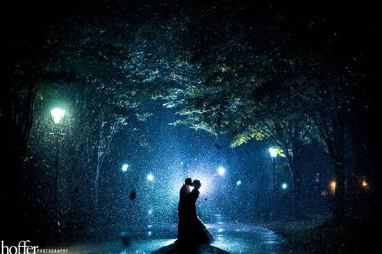 Stunning wedding photo in the rain