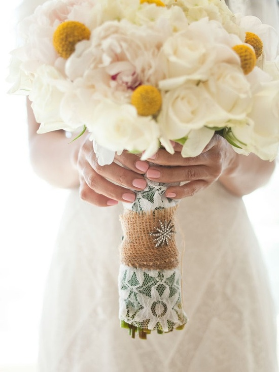 lace & burlap wrapped bouquet?!  i'm obsessed!