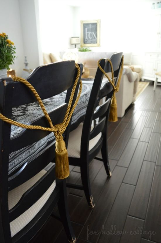 Fall Home Tour: Open Concept Cottage Home - DIY decorating ideas #homedecor #darkwoodfloors