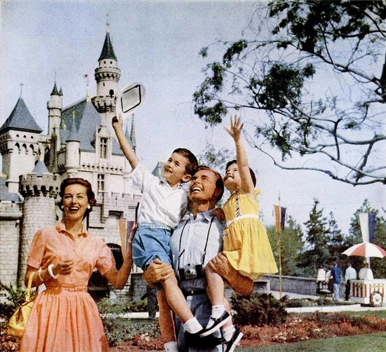 It's huge smiles all around when the (idyllically beautiful) 1950s family heads to Disneyland. #vintage #Disneyland #travel #family #1950s