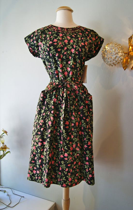1950s Dress // Vintage 50s Swirl Rose Print Wrap by xtabayvintage, $148.00