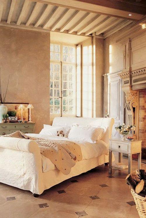 (via Baroque and Medieval Bedroom Design Ideas)