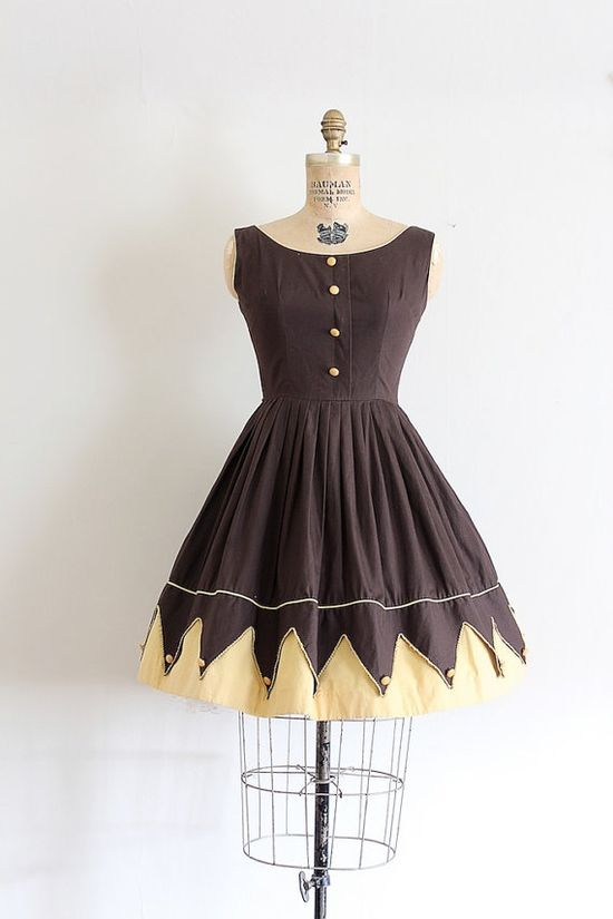 Charming brown and yellow 1950s novelty print, carnival/circus inspired dress. #vintage #1950s #fashion