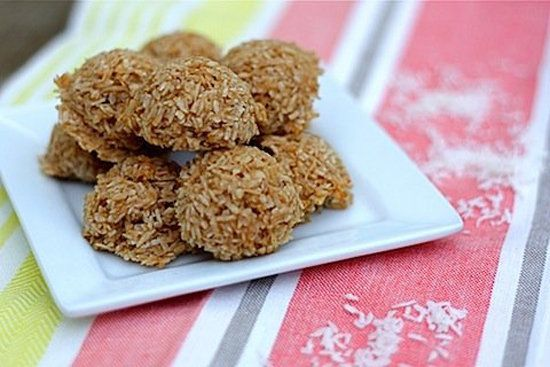 Healthy Low-Carb Macaroon Cookie:  15 cookies; 52 calories, 3 g fat. 3 g carbs, 2 g protein per cookie