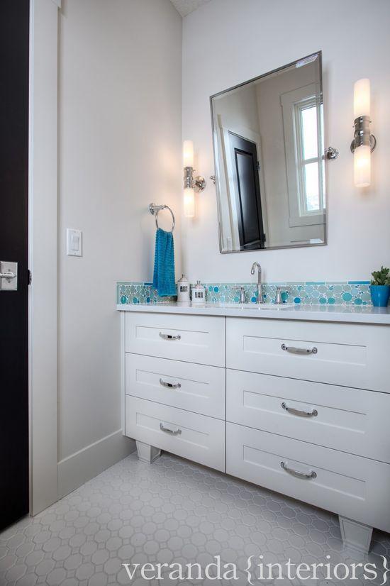 Watermark {1} Child's Bath // Veranda Estate Homes & Interiors #visualcomfort