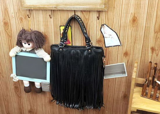 Vintage Style Women's Street Level Handbag With Solid Color and Tassels Design (BLACK)