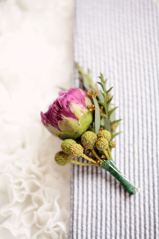 a wee little peony bout  Photography by kristinvining.com, Floral Design by flowersbylingky.com
