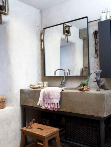 stylizowana betonowa umywalka