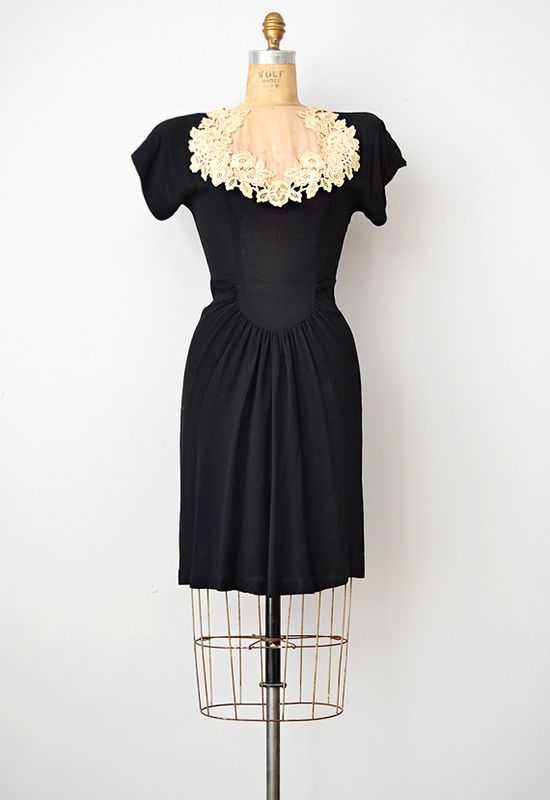 vintage 1940s dress ? peeking lace dress