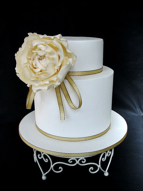golden rose wedding cake