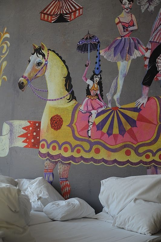 Circus mural in a bedroom