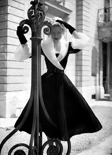 So incredibly, enchantingly gorgeous! #vintage #retro #1950s #fashion #coat #elegant