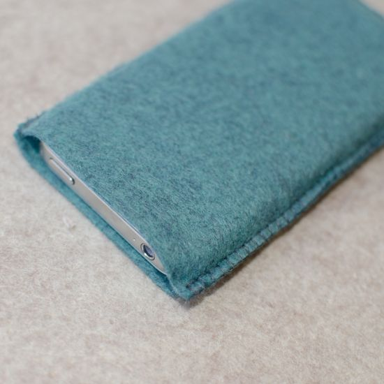 Make a felt Iphone cover - Follow @Guidecentral for #DIY and #craft ideas