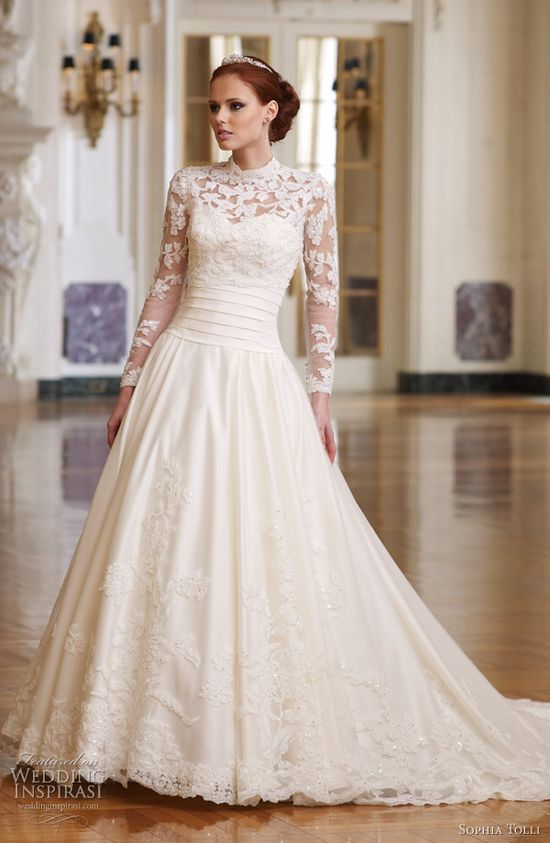 Lace sleeves, a line skirt, a stunning and elegant dress