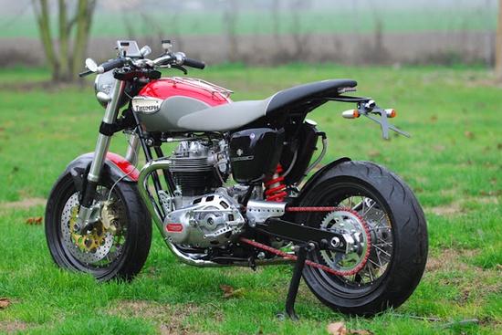 """Triumph Bonneville """"Hommage T140"""" by Totti Motori."""
