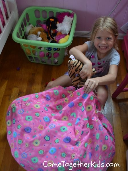 Love this multipurpose kids' storage idea. Store your kids' bean bag animals in a bean bag chair cover. They end up tidier bedrooms/playrooms as well as a cozy play to sit.